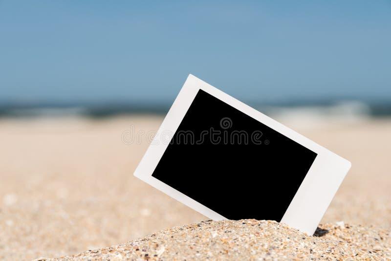 在海滩的空白的减速火箭的立即照片 图库摄影