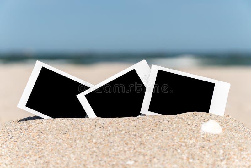 在海滩的空白的减速火箭的立即照片 库存图片