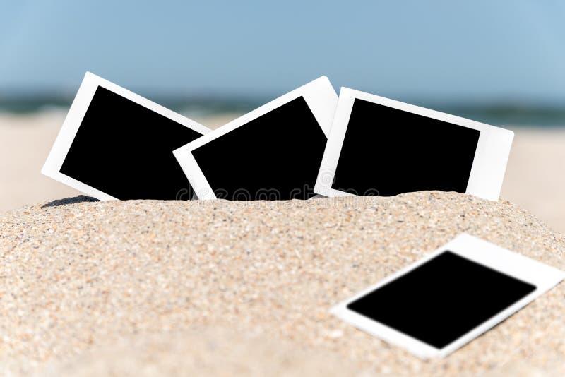在海滩的空白的减速火箭的立即照片 免版税库存照片