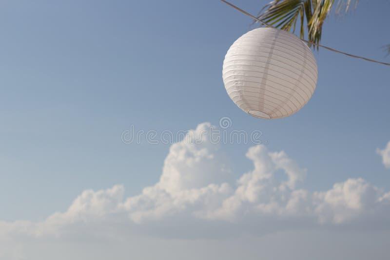 在海滩的纸灯 库存图片