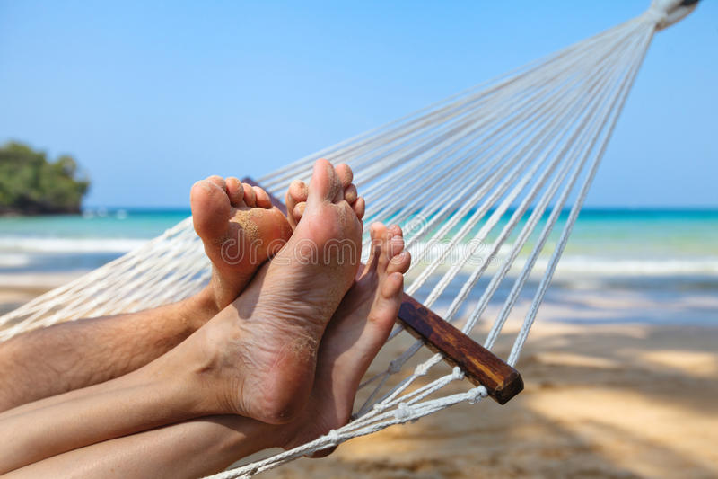 在海滩的蜜月 免版税库存图片