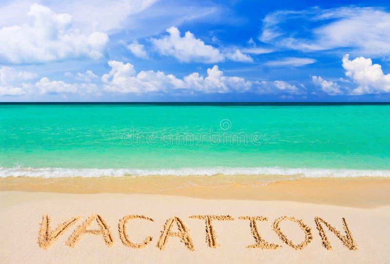 在海滩的词假期 库存图片