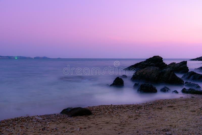 在海滩的软的波浪 库存图片