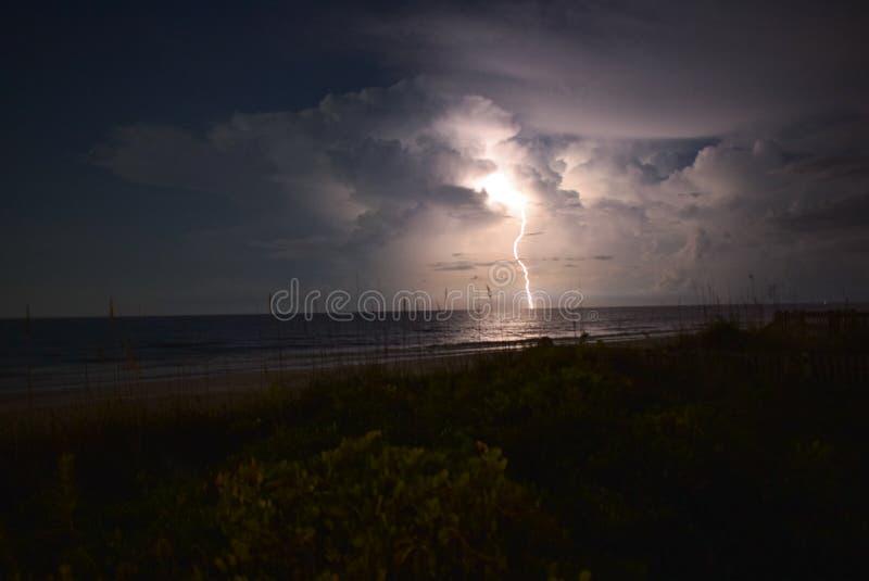 在海洋的雷击 免版税库存照片