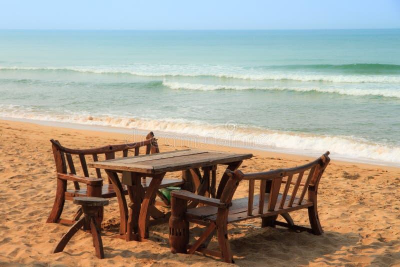 在海滩的Benchs 免版税库存图片