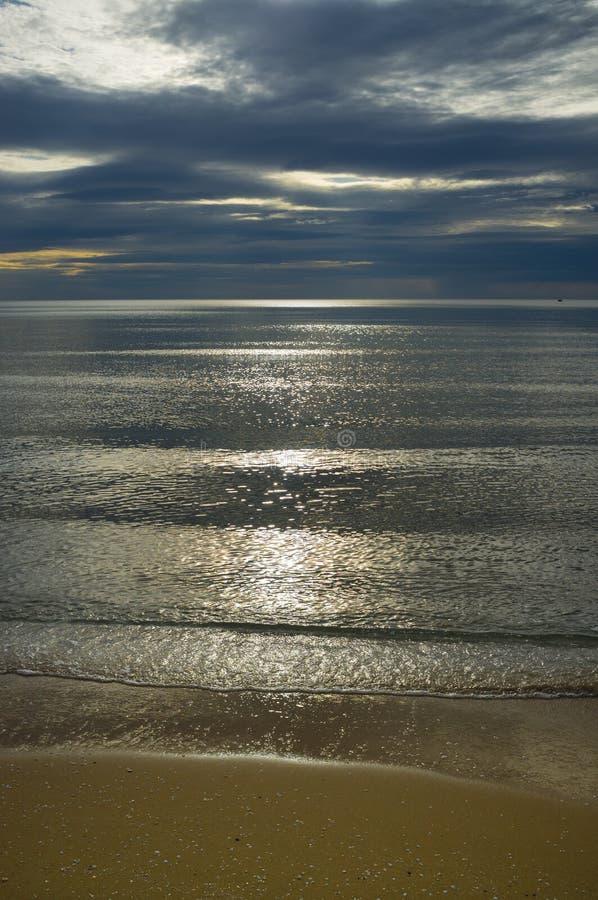 在海滩的Cloudscape 免版税库存图片