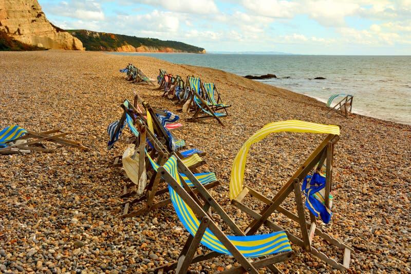 在海滩的Deckchairs 图库摄影