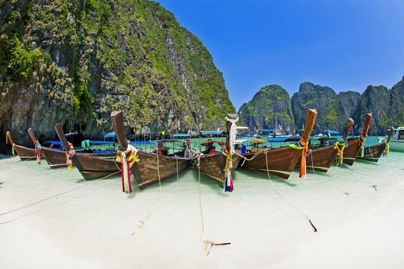 在海滩的Longtale小船, Krabi泰国 库存图片
