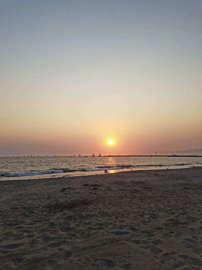 在海滨del Rey海滩的华美的日落 免版税库存照片