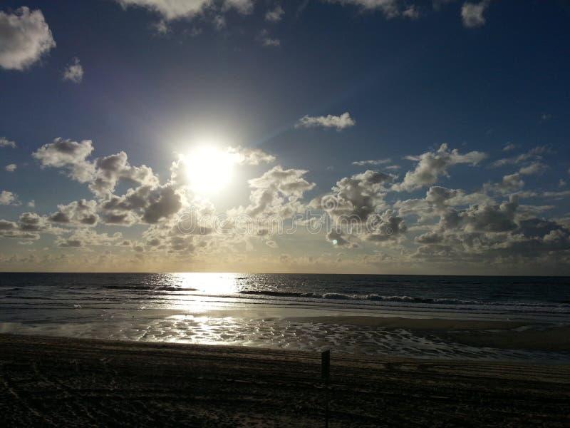 在海zonsondergang的日落在zee 免版税库存图片