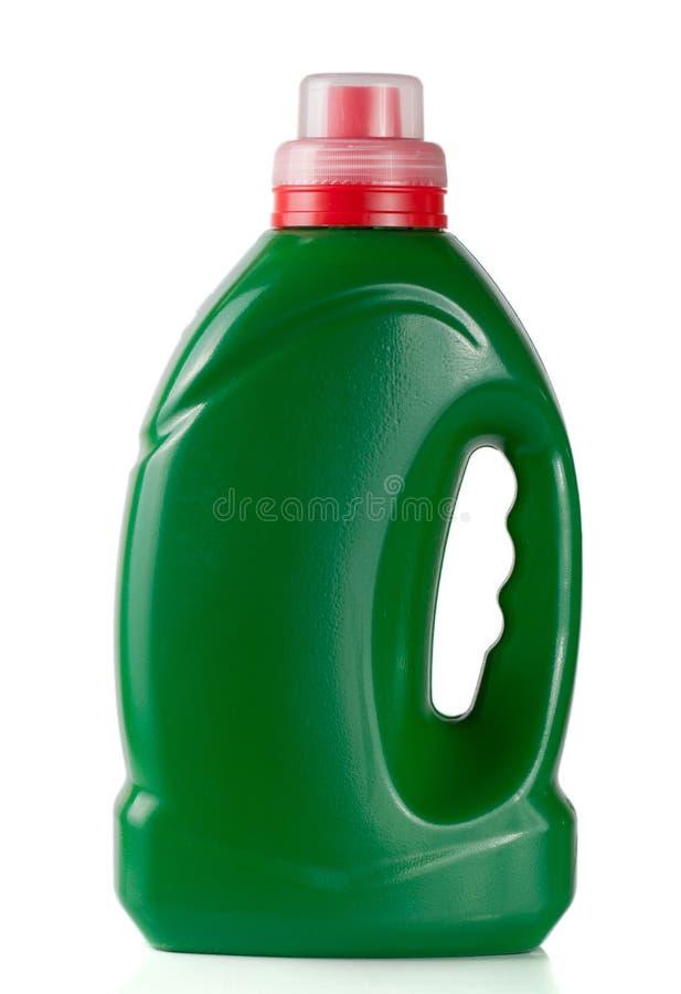 在液体洗涤剂或洗涤剂或织品软化剂的白色背景隔绝的绿色塑料瓶 库存图片