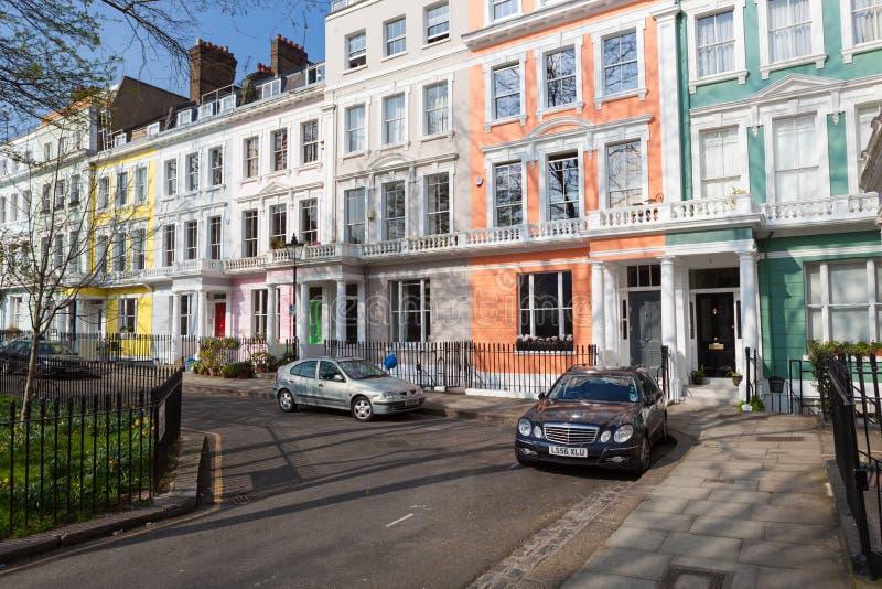 在淡色整洁地绘的维多利亚女王时代的露台的房子 图库摄影