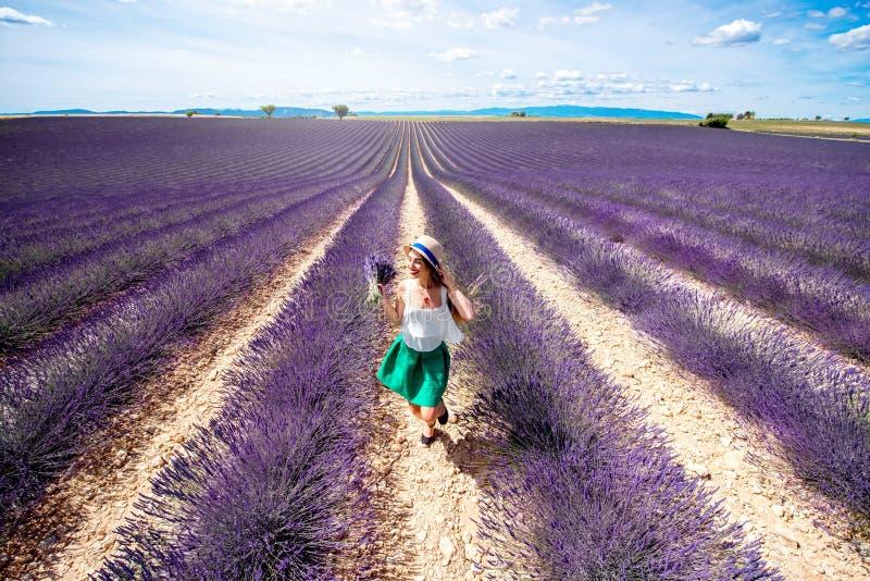 在淡紫色领域的Gril 库存照片