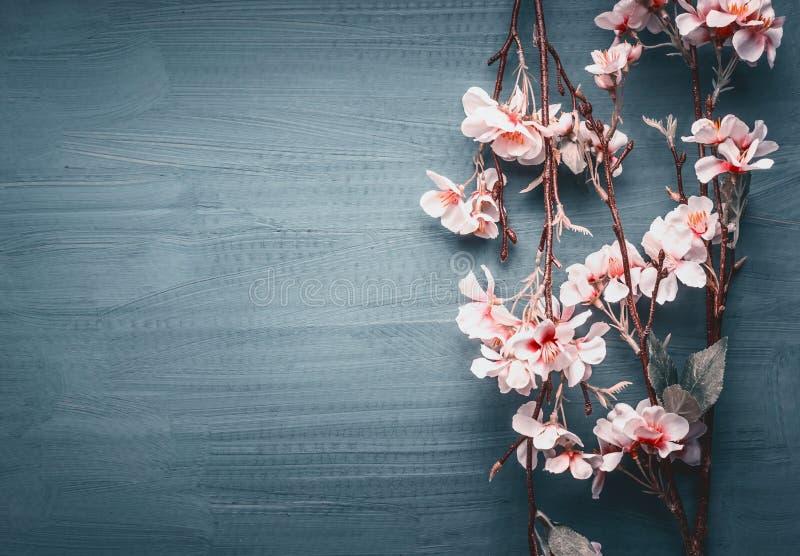 在深蓝背景的装饰人为春天开花 库存图片