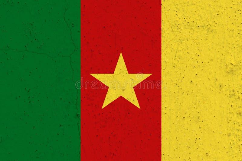 在混凝土墙上的喀麦隆旗子 库存图片