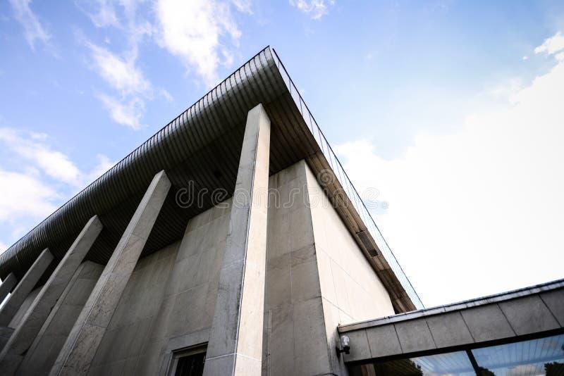 在混凝土的大厦 免版税库存图片
