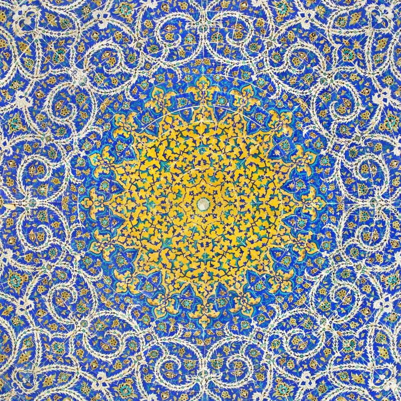 在清真寺的蓝色瓦片的伊斯兰教的波斯主题 免版税库存图片