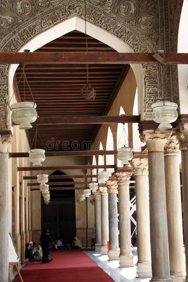 在清真寺里面的曲拱 免版税库存图片