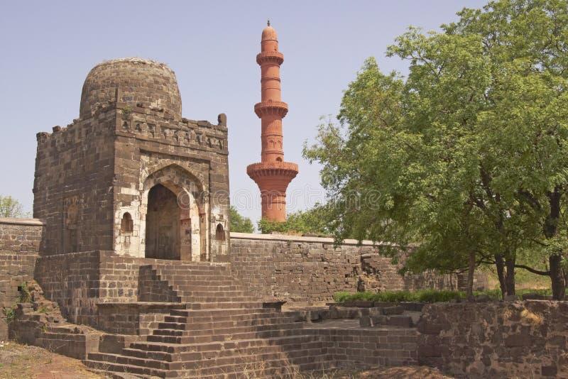 在清真寺里面的daulatabad堡垒 免版税库存照片