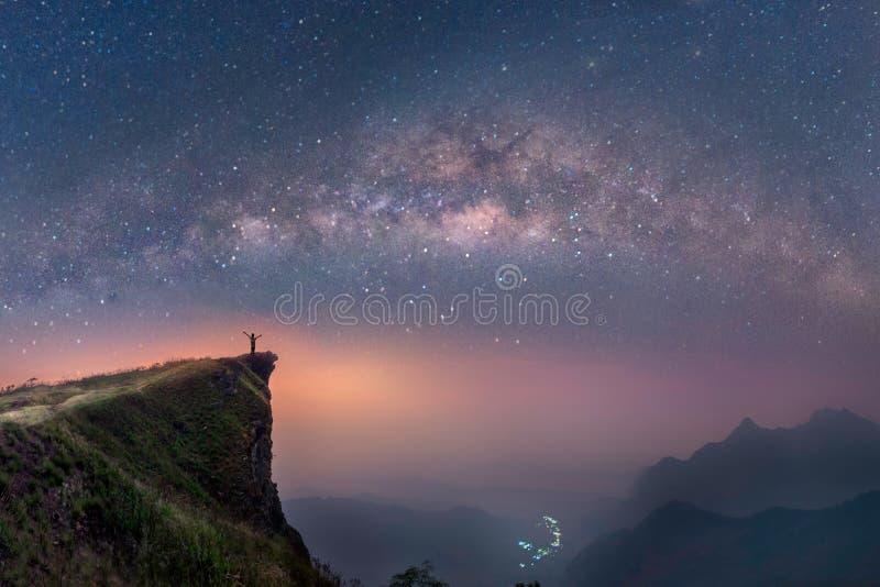 在清莱,泰国山的银河  免版税库存照片