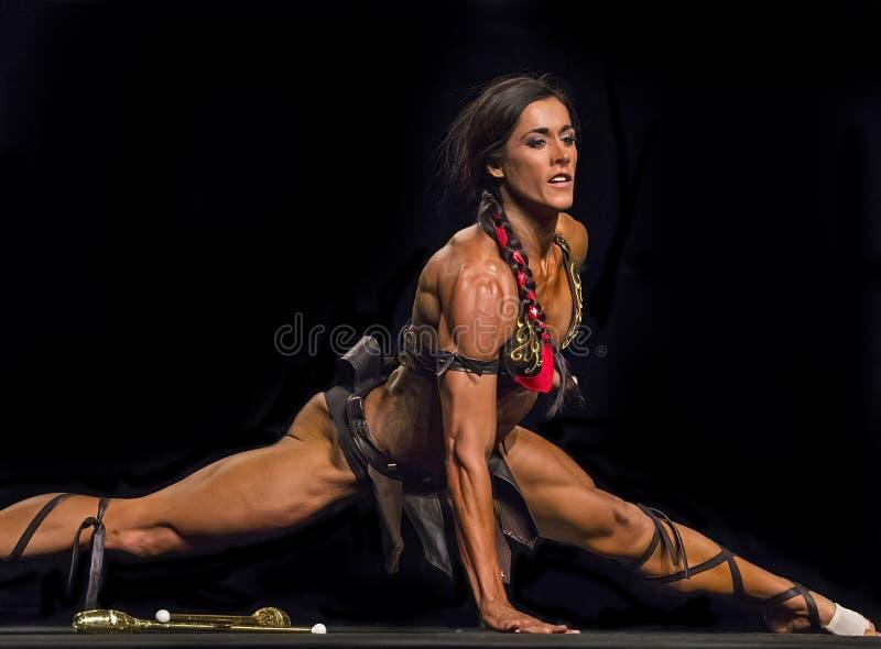 在温哥华比赛的华丽的健身表现 免版税图库摄影