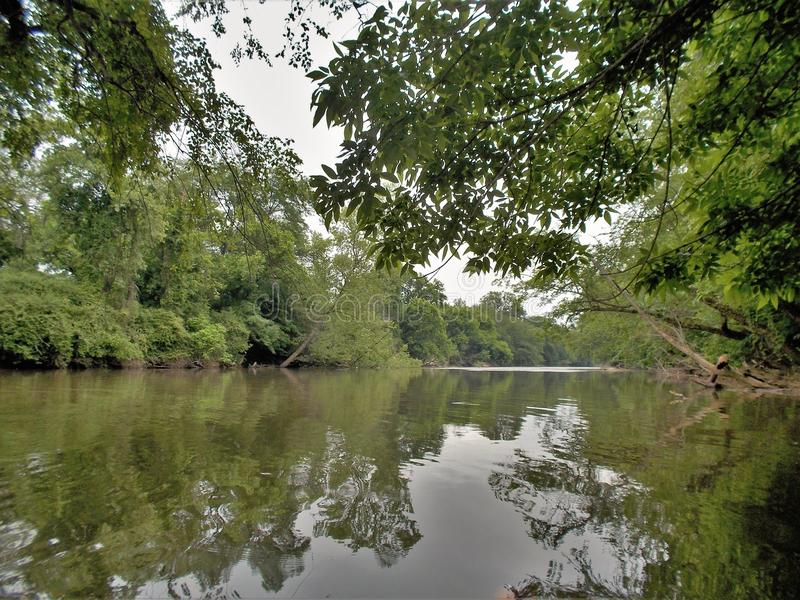 在温斯顿萨兰姆,北卡罗来纳附近的Yadkin河 库存照片