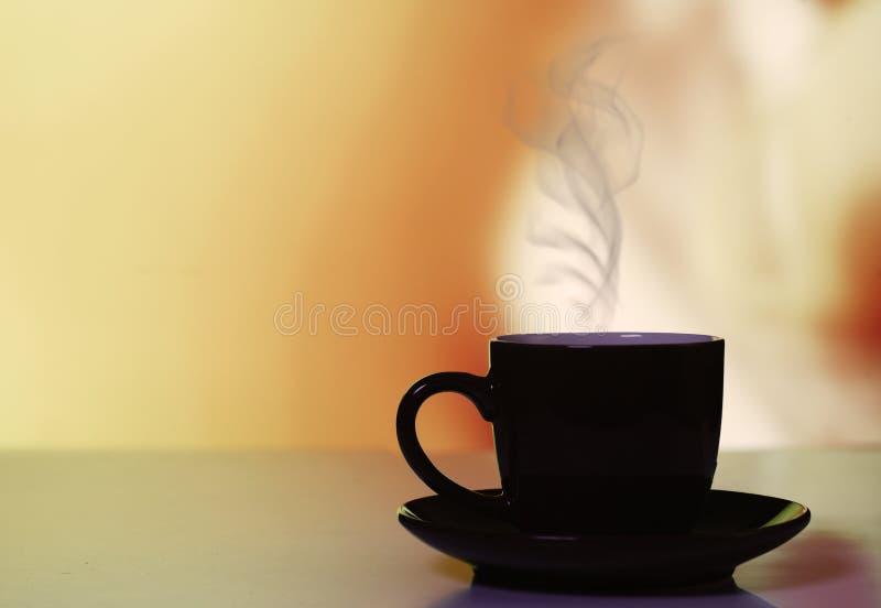 在温暖的背景的热的coffe 库存照片