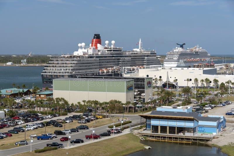 在港卡纳维拉尔,佛罗里达美国的游轮 库存图片