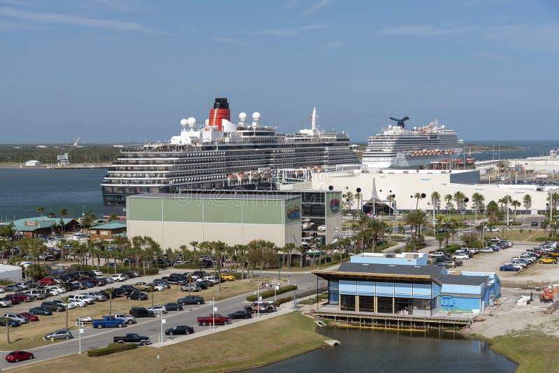 在港卡纳维拉尔,佛罗里达美国的游轮 免版税图库摄影