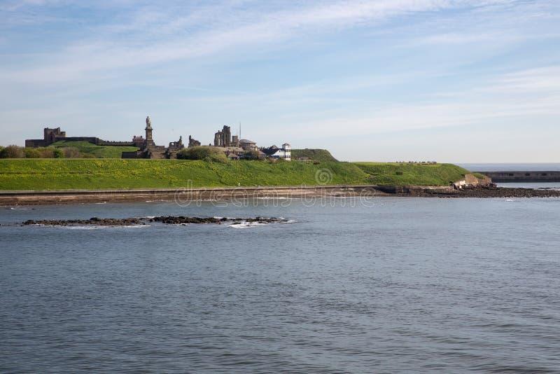 在港口新堡附近的Tynemouth城堡在从轮渡看见的英国 免版税图库摄影