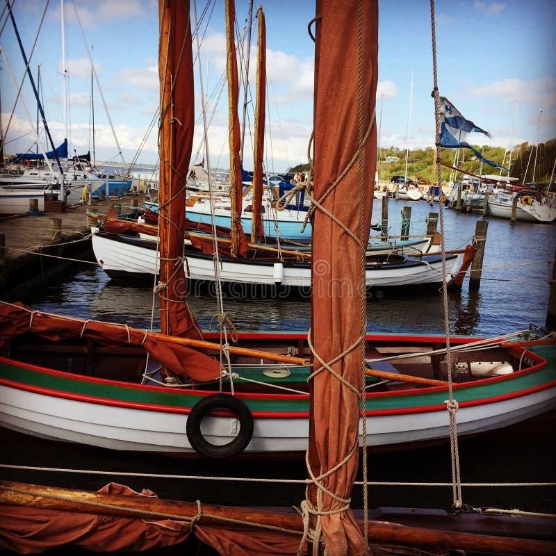 在港口的小船 免版税库存图片