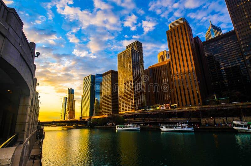 在港口的芝加哥日出 免版税库存图片