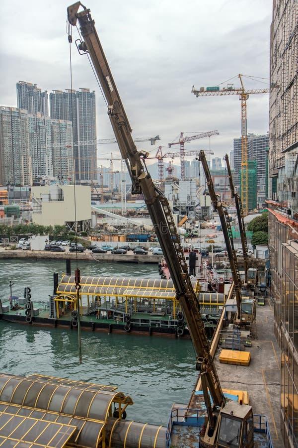 在港口的起重机在香港 库存照片