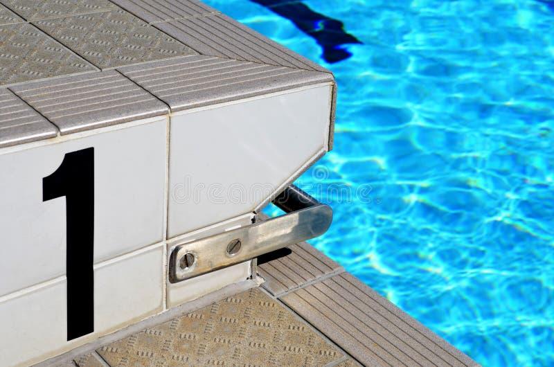 在游泳池车道的第一图 库存图片