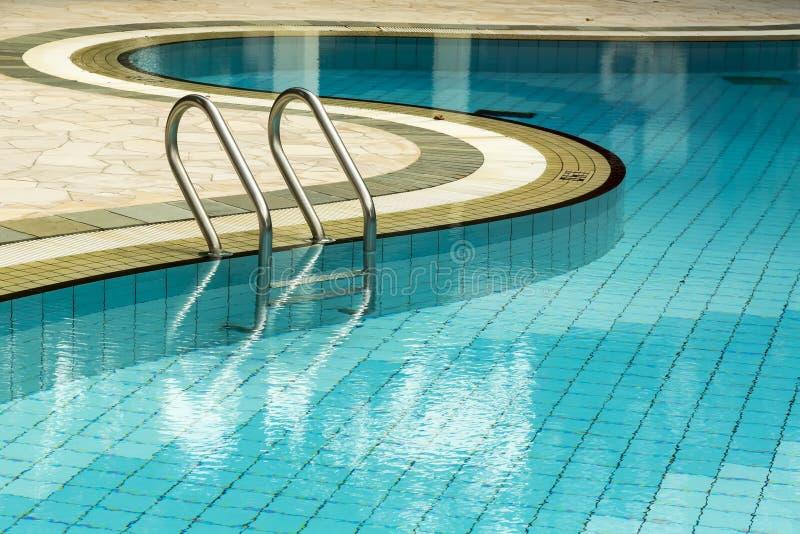 在游泳池 免版税库存图片