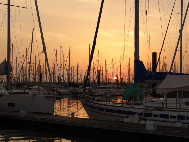 在游艇口岸,法国的日落 免版税库存图片
