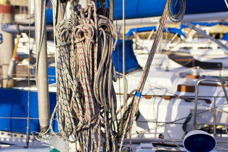 在游艇的船舶绳索 库存图片