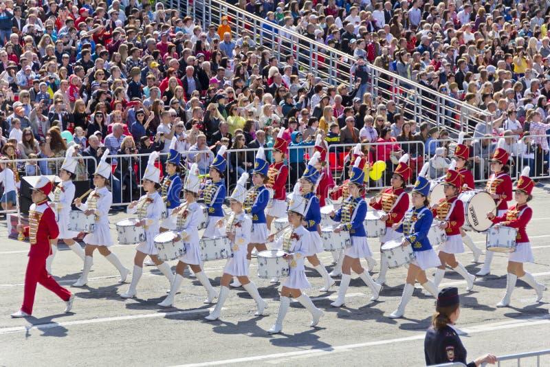 在游行的俄国军事妇女乐队行军在每年V 免版税库存图片