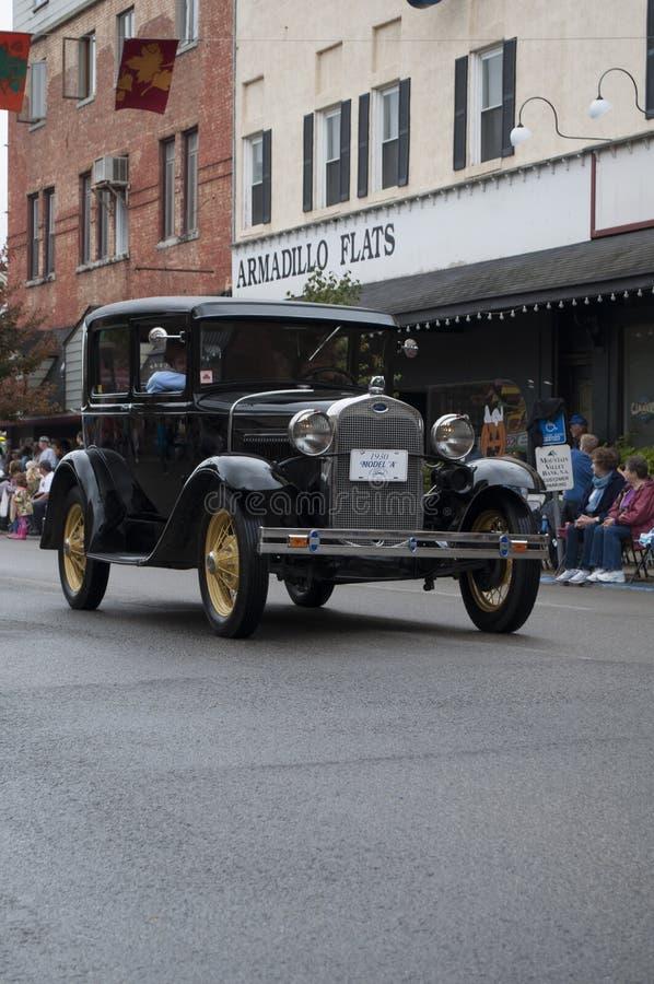 在游行的经典汽车 免版税图库摄影