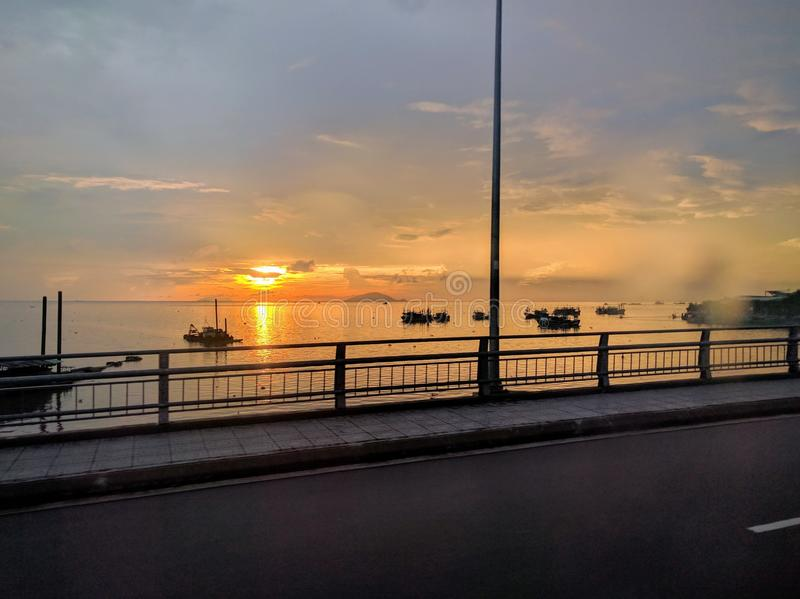 在湄公河三角洲的日落,在越南南部 免版税库存图片