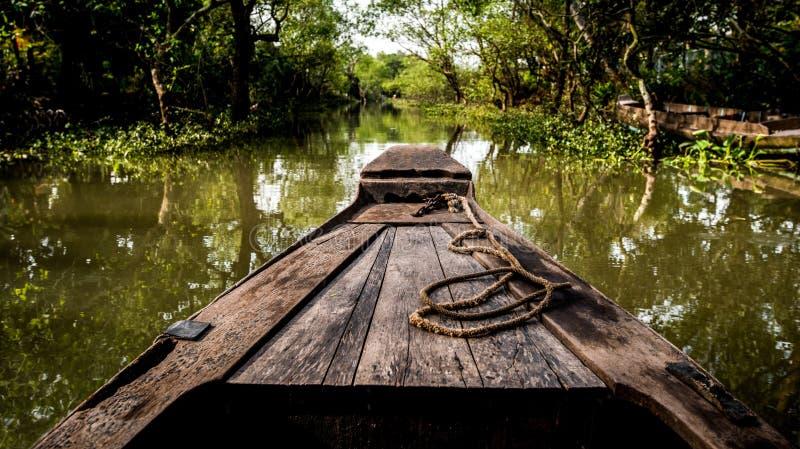 在湄公河三角洲的运河的小船在亚洲 免版税库存照片