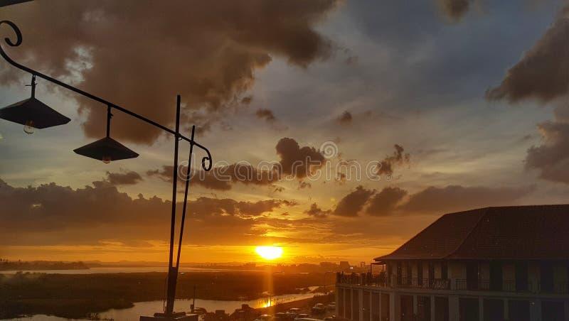 在湄公河视图,万象,老挝的日落时间 免版税库存图片