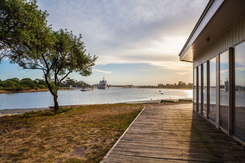 在湖入口,维多利亚,澳大利亚的日落 免版税库存图片