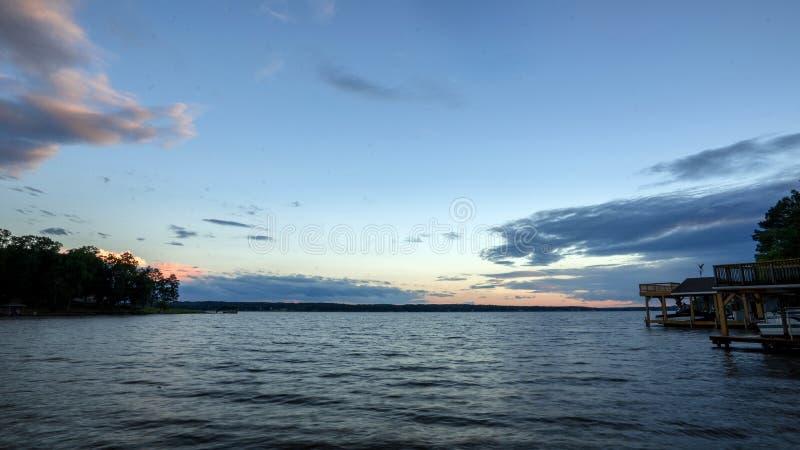 在湖加斯顿的日落 库存照片