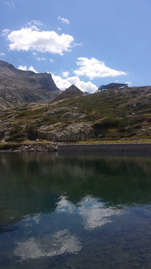 在湖的反射 免版税库存照片