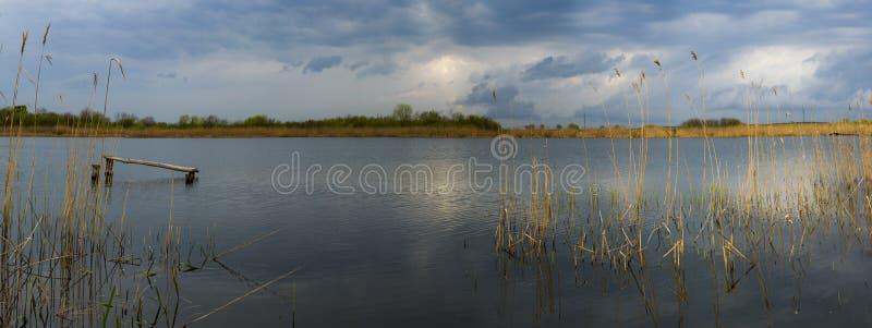 在湖的夏日 免版税库存照片