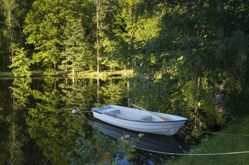 在湖的小船在瑞典 免版税库存图片