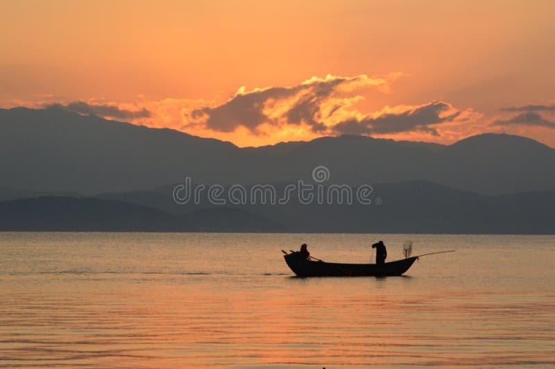 在湖的小船 库存照片