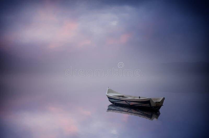 在湖的小船 库存图片