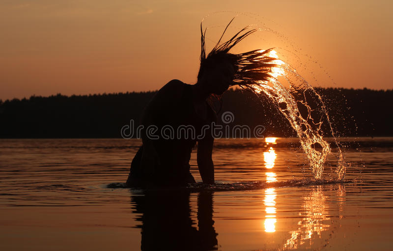 在湖的日落假日 免版税库存图片
